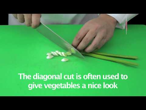 Lesson: Cutting spring onions diagonally - Fatafeat Academy - Fatafeat