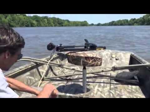4-22-2015 Riding Alabama River in Alumacraft Waterfowler