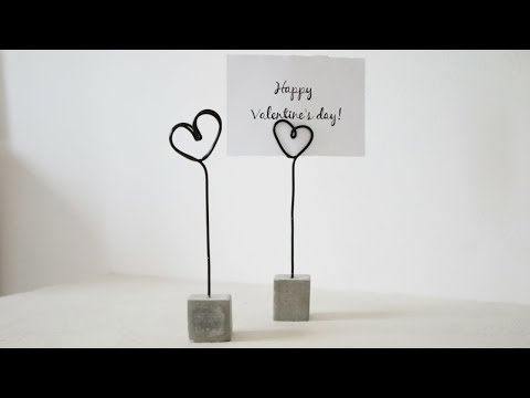 Concrete-Wire Photo Holders