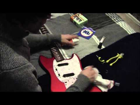 Fender Mustang - Setup & Change the Tuners to Vintage Klusons