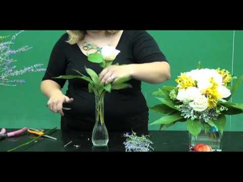 Floral Design: Making a Simple Bud Vase