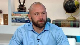 Decorated Navy SEAL talks finding victory in defeat