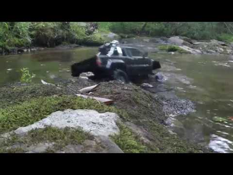 AXIAL SCX10-RUNNING UNDER WATER!! WITH A PRO-LINE TOYOTA HULUX SR5 BODY!!