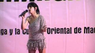 Improvisación de Marta mientras deliberaba el jurado del concurso de karaoke