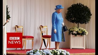 Trump in UK: Queen emerges to meet the Trumps- BBC News