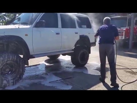 Touchlessly cleaning a muddy 4x4