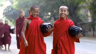 """HERMOSO MANTRA CON BELLAS IMÁGENES DE NIÑOS BUDISTAS. DEDICADO A MIS HIJOS KEVIN, DIEGO y SEBASTIÁN. NAMASTÉ- Om mani padme hum ( comtempla la joya en el loto) es probablemente el mantra más famoso del budismo. El Dalái Lama dice:""""Es muy bueno recitar el mantra Om mani padme hum, pero mientras lo haces, debes pensar en su significado, porque el significado de sus seis sílabas es grande y extenso... La primera, Om  simboliza el cuerpo, habla y mente impura del practicante; también simbolizan el cuerpo, habla y mente pura y exaltada de un Buddha"""" """"El camino lo indican las próximas cuatro sílabas. Mani, que significa """"joya"""", simboliza los factores del método, la intención altruista de lograr la claridad de mente, compasión y amor"""" """"Las dos sílabas, padme, que significan """"loto"""", simbolizan la sabiduría"""" """"La pureza debe ser lograda por la unidad indivisible del método y la sabiduría, simbolizada por la sílaba final hum, la cual indica la indivisibilidad"""" """"De esa manera las seis sílabas, om mani padme hum, significan que en la dependencia de la práctica de un camino que es la unión indivisible del método y la sabiduría, tú puedes transformar tu cuerpo, habla y mente impura al cuerpo, habla y mente pura y exaltada de un Buddha"""""""