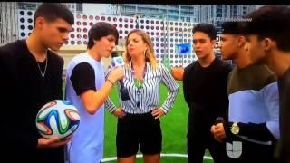 Cnco-jugando fútbol