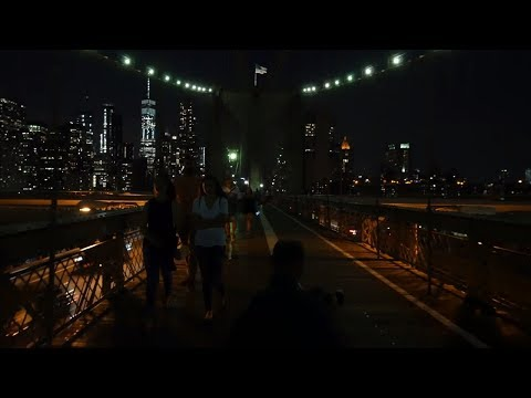 ⁴ᴷ Walking the Brooklyn Bridge to Brooklyn in New York City at Night