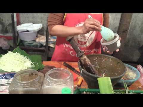 Luang Prabang street food- Som Tum