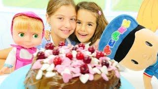 Download Polen Mutfakta pasta yapıyor. Kız çocuk oyuncakları Video