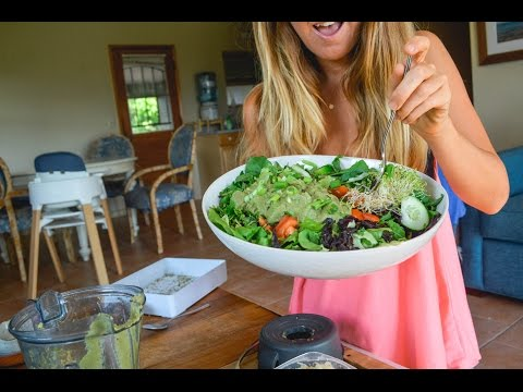 A Healthy SALAD RECIPE | LUNCH TIME!!