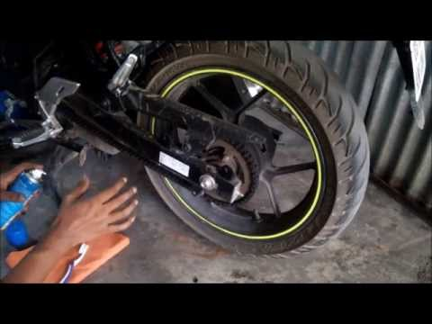 HOW TO CLEAN AND LUBE MOTORBIKE CHAIN // GIXXER sf // DIY