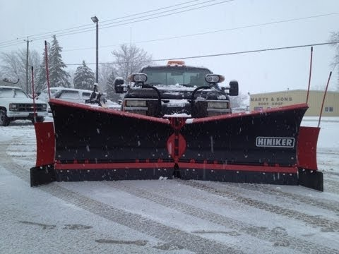 BEST SNOW PLOWING VIDEO! AERIAL VIEW Hiniker V & VF-plow plowing windrows, scoop straight & more!