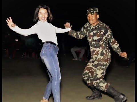 Xxx Mp4 Nepal Army Performing Dance Oye Jhuma Oye Jhuma Jhumka Wali बबाल डान्स Live Dance 3gp Sex