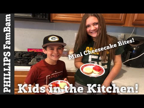 KIDS IN THE KITCHEN #3 | MINI CHEESECAKE BITES | STRAWBERRY CHEESECAKE CUPCAKES | PHILLIPS FamBam