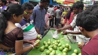 Street Food India Kolkata | People Eating Healthy Fruit Guava (Pyara) | Best Selling Fruit in India