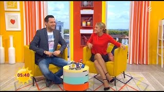 Alina Merkau zeigt viel Bein beim Sat.1 Frühstücksfernsehen am 29.05.2015