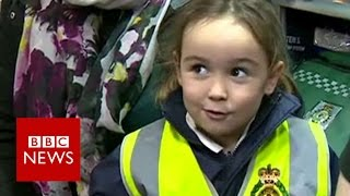 This 4 year old called 999 & saved her mum