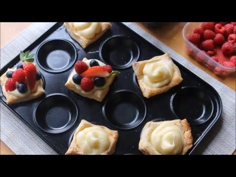 Berry puff pastry cups