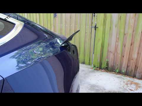 Tesla Model 3 - How To: Open and Close the Charging Port Using the Phone App