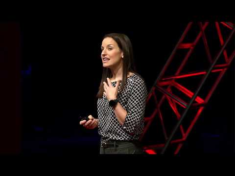 Dare to Navigate a Complex World | Laura Kloepper | TEDxUND