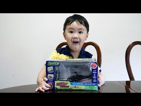 Black Hawk Helicopter Review - Remote Control - Jimmy & Jason - V Kids TV