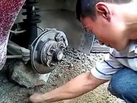 How to change the car's wheels without using a jack/hydraulic
