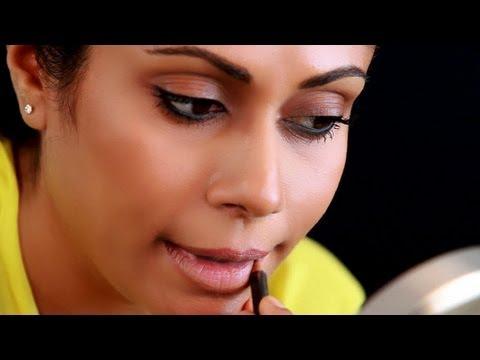 Makeup Tricks : THINNER LIPS - Lip Makeup Hacks - Glamrs