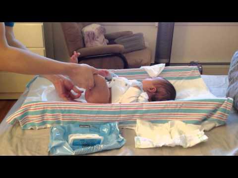 Fatherhood - Howto Change Baby's Diaper