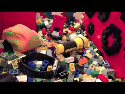 Trailer - LEGO claw machine