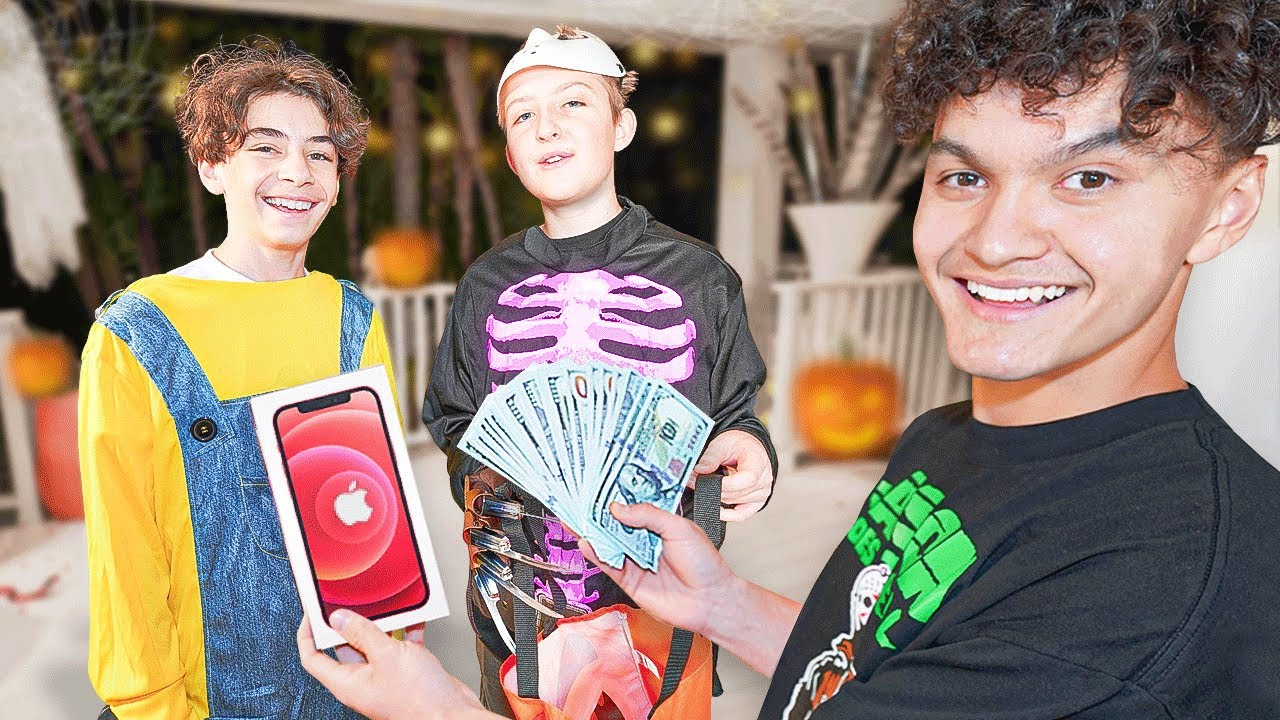 I Surprised Trick-Or-Treaters With $10,000
