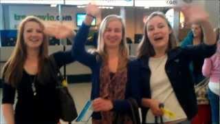 De Eindexamens Zijn Nog Niet Achter De Rug, Of Deze Dames Zitten Al Op Het Vliegtuig Naar Portugal!