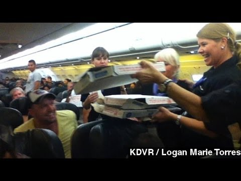Awesome Frontier Airlines Pilot Buys Pizza For Delayed Plane