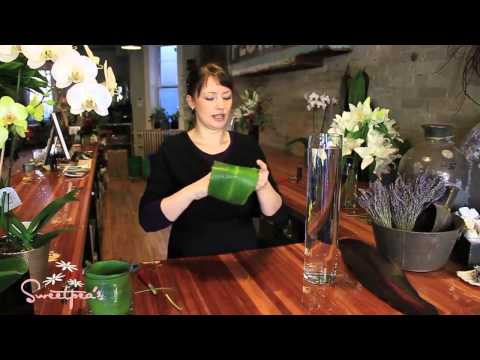 Sweetpea's :: Using Cut Flowers in a Tall Glass Vase