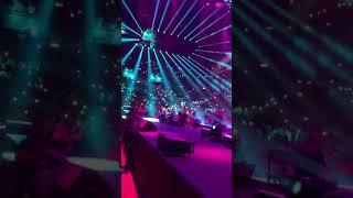 עומר אדם מבצע את המגה להיט החדש  ״שני משוגעים״ לראשונה על הבמה