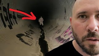 CHASED BY A CLOWN IN A TUNNEL - PENNYWISE IT CLOWNS?!?!?