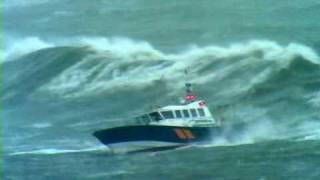 Pilot boat Pathfinder in Storm force 10, with 8m seas