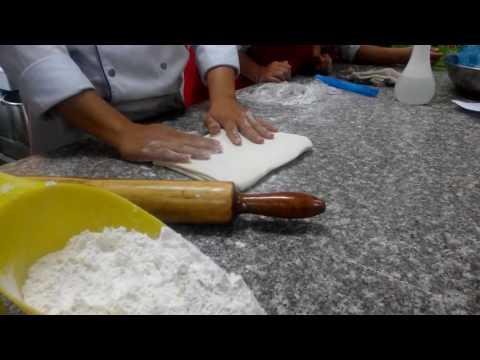 Quy trình cán bột bánh pate chaux