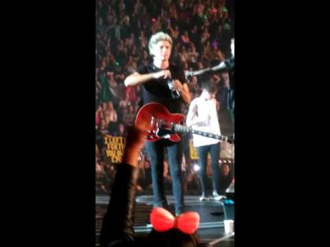 One direction - Liam reading the signs and Niall  - O2 arena LONDON 30/09/15