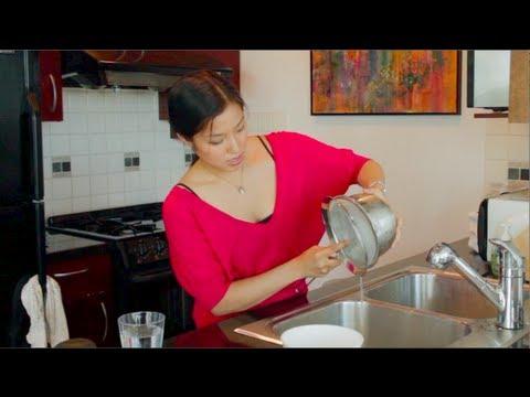 How to Make Sticky Rice Fast! หุงข้าวเหนียวแบบไม่แช่ข้าว - Hot Thai Kitchen