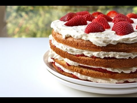 How to Cut a Cake Layer in Half without using a Serrated Knife