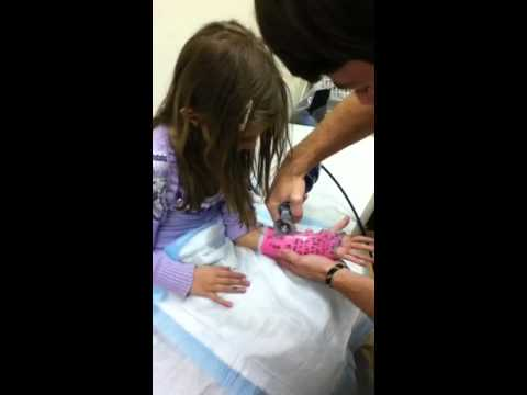Liv gets her cast cut off