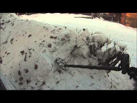 metal detectorist loses his keys