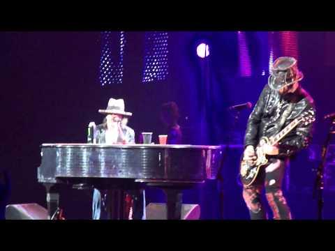 Guns N Roses November Rain Hartford, CT 11-19-11