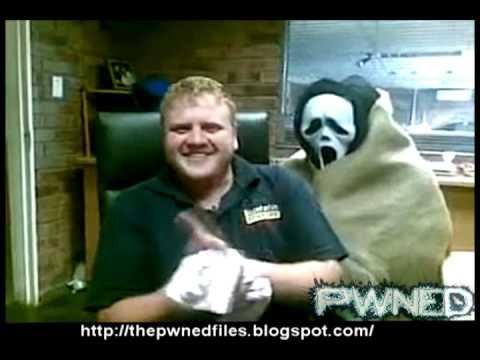 Guy screams like a girl after scare prank! -Pwned