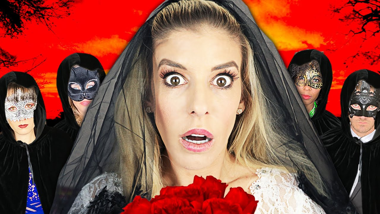 Giant ROYAL WEDDING at Haunted HACKER Mansion! (Spending 24 hours Rebecca vs Best Friend Challenge)