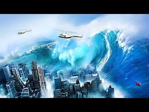 HUGE TSUNAMI SWALLOWS LOS SANTOS!!! CAN WE SURVIVE IT? (GTA 5 Tsunami Mod)