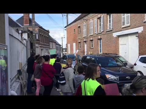 Manifestation des parents d'élèves à Oisemont - 19/06/2015