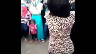 بنت ترقص فى الشارع   احسن من رقص صافيناز 2015